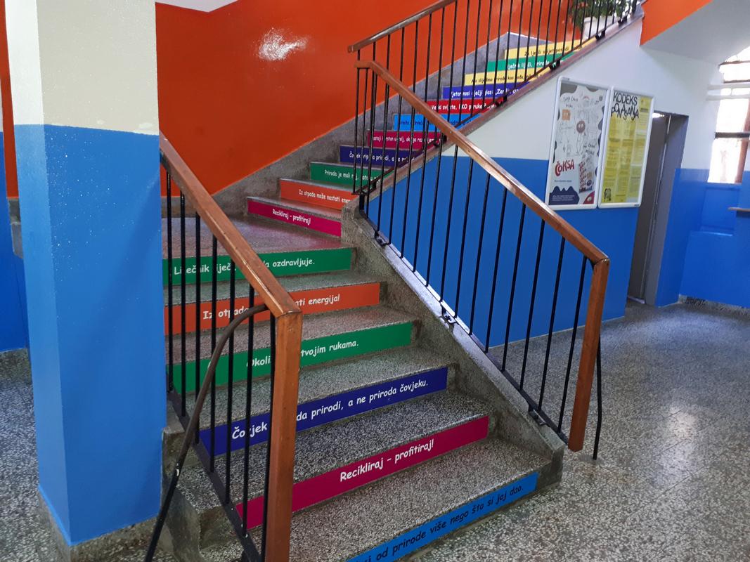 Ekološkim sloganima ukrašene stepenice u 11 zeničkih škola 5